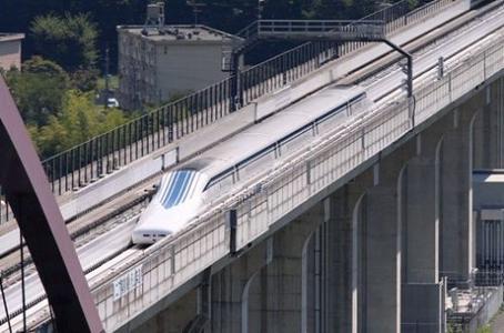 磁悬浮列车每小时可行驶多少千米