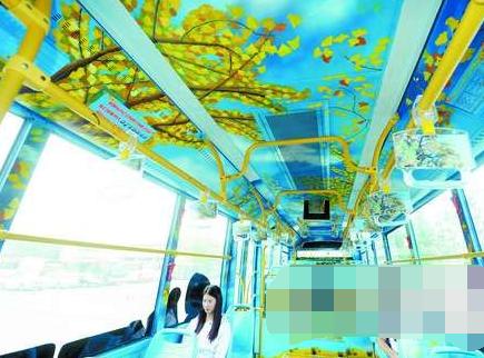 这辆公交车的开放运营在扮靓芜湖城市的同时