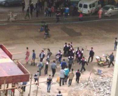 武汉一女生初期遭两车撞压最新消息 武汉初中女生湿疣图片车祸图片