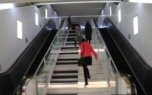 郑州地铁钢琴台阶图片