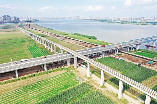 武汉地铁16号线全线都可以看到如画的江景