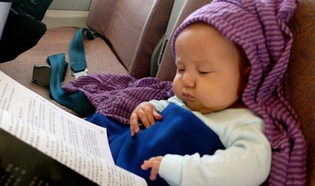 宝宝坐飞机耳膜破裂了