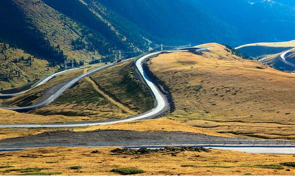 新疆独库公路山体滑坡