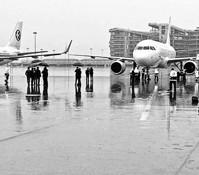 上海两架飞机剐蹭的原因