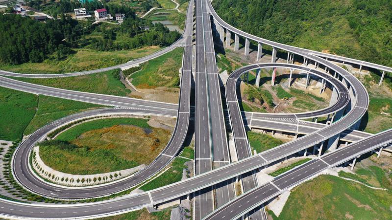 贵州石玉高速公路建成通车
