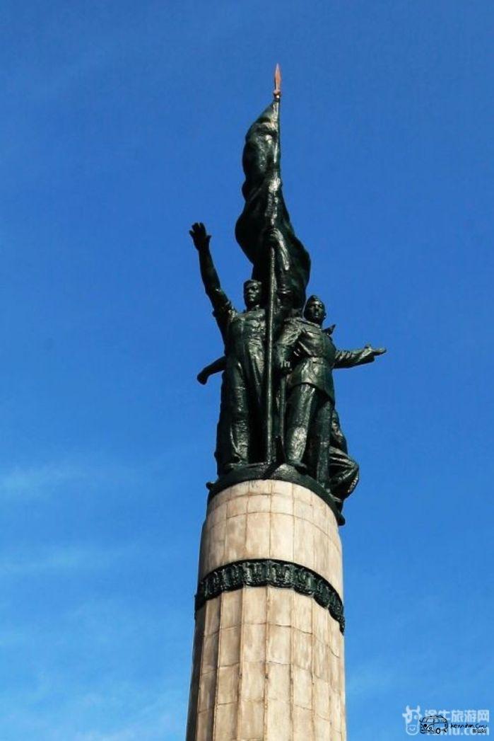哈尔滨的标志性建筑——【防洪纪念塔】纪念塔下部刻